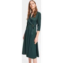 Kopertowa sukienka - Khaki. Brązowe sukienki damskie Reserved, z kopertowym dekoltem. Za 179.99 zł.