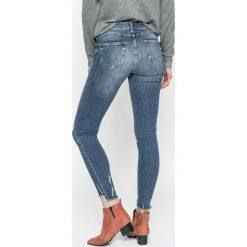Review - Jeansy Minnie Skinny. Niebieskie jeansy damskie Review. W wyprzedaży za 149.90 zł.