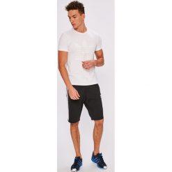 Adidas Originals - Szorty Curated Shorts. Szare krótkie spodenki sportowe męskie adidas Originals. W wyprzedaży za 219.90 zł.