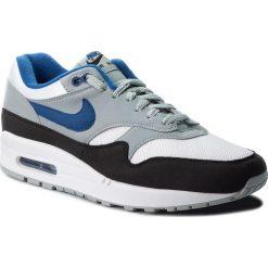 Buty NIKE - Air Max 1 AH8145 102 White/Gym Blue/Light Pumice. Szare buty sportowe męskie Nike, z materiału. W wyprzedaży za 399.00 zł.