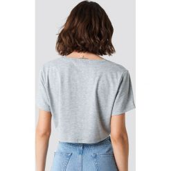 NA-KD Basic Krótki T-shirt z dekoltem V - Grey. Szare t-shirty damskie NA-KD Basic, z bawełny. Za 40.95 zł.