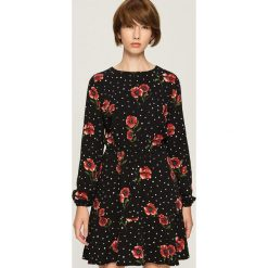 Sukienka w kwiaty - Wielobarwn. Brązowe sukienki damskie Sinsay, w kwiaty. W wyprzedaży za 59.99 zł.