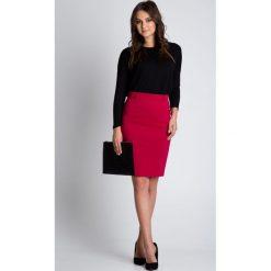 Czerwona ołówkowa spódnica z podszewką BIALCON. Czerwone spódnice damskie BIALCON, z bawełny, biznesowe. W wyprzedaży za 130.00 zł.