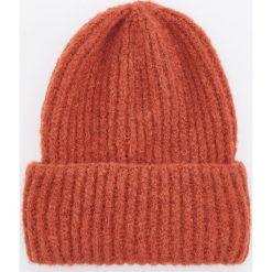 Czapka - Pomarańczo. Czerwone czapki i kapelusze damskie marki OLAIAN, z materiału. Za 49.99 zł.
