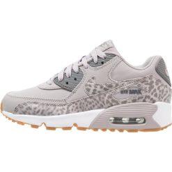 Nike Sportswear AIR MAX 90 LTR SE GG Tenisówki i Trampki atmosphere grey/gunsmoke/white. Buty sportowe dziewczęce Nike Sportswear, z gumy. W wyprzedaży za 422.10 zł.