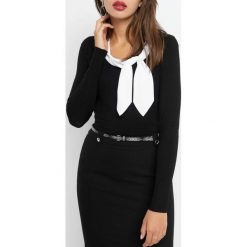 Bluzka wiązana przy dekolcie. Czarne bluzki damskie Orsay, z dzianiny, z kontrastowym kołnierzykiem. W wyprzedaży za 70.00 zł.