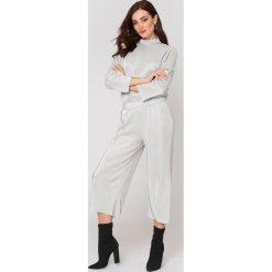 Rut&Circle Plisowane spodnie Stella - Silver. Szare spodnie materiałowe damskie Rut&Circle. Za 161.95 zł.
