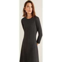 Mango - Sukienka Jersey. Czarne sukienki damskie Mango, z dzianiny, casualowe, z okrągłym kołnierzem, z długim rękawem. Za 139.90 zł.