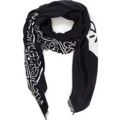 Chusta CALVIN KLEIN - Bandama Scarf K60K604909 001. Czarne szaliki i chusty damskie Calvin Klein, z materiału. Za 229.00 zł.