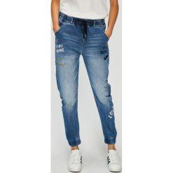 Desigual - Jeansy Celana. Szare jeansy damskie Desigual. W wyprzedaży za 349.90 zł.