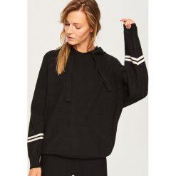 Sweter z kapturem - Czarny. Czarne swetry damskie Reserved, z kapturem. Za 139.99 zł.