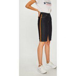 Pepe Jeans - Spódnica Dinah. Szare spódnice damskie Pepe Jeans, z bawełny. W wyprzedaży za 259.90 zł.