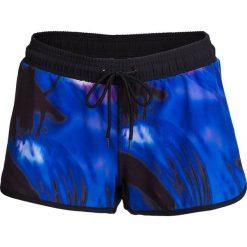 Spodenki plażowe damskie SKDT601 - multikolor - Outhorn. Niebieskie szorty damskie Outhorn, z materiału. W wyprzedaży za 39.99 zł.