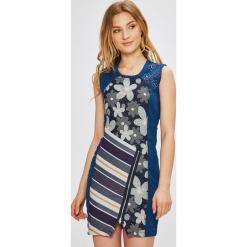 Desigual - Sukienka No Sleep. Szare sukienki damskie Desigual, z bawełny, casualowe, z okrągłym kołnierzem. W wyprzedaży za 269.90 zł.