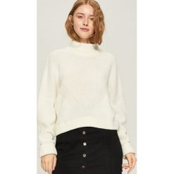 Sweter z geometrycznym wzorem - Kremowy. Białe swetry damskie Sinsay. Za 49.99 zł.