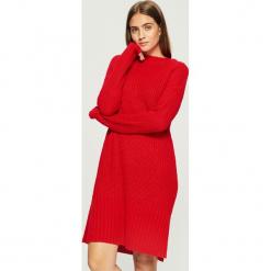 Swetrowa sukienka - Czerwony. Czerwone sukienki damskie Sinsay. Za 79.99 zł.