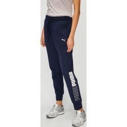 Puma - Spodnie. Szare spodnie sportowe damskie Puma, z nadrukiem, z bawełny. W wyprzedaży za 169.90 zł.