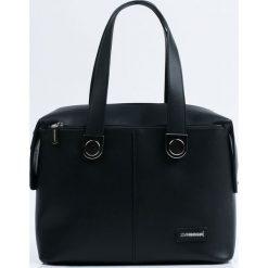 Monnari - Torebka. Czarne torebki do ręki damskie Monnari, w paski, z materiału. W wyprzedaży za 179.90 zł.