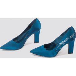 NA-KD Shoes Satynowe czółenka Game Over - Blue. Czółenka damskie marki bonprix. W wyprzedaży za 48.58 zł.