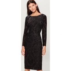Sukienka z tkaniny devore - Czarny. Czarne sukienki damskie Mohito, z tkaniny. Za 169.99 zł.