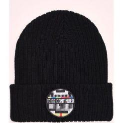Czapka z wymienną naszywką - Czarny. Szare czapki i kapelusze męskie marki Giacomo Conti, na zimę, z tkaniny. W wyprzedaży za 29.99 zł.