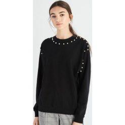 Bluza z perłami - Czarny. Bluzy damskie marki Sinsay. W wyprzedaży za 29.99 zł.