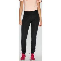 Adidas Performance - Spodnie. Szare spodnie sportowe damskie adidas Performance, z dzianiny. W wyprzedaży za 169.90 zł.