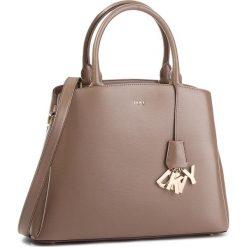 Torebka DKNY - Paige Lg Satchel R81D3326 Desert DES. Brązowe torby na ramię damskie DKNY. Za 1,399.00 zł.