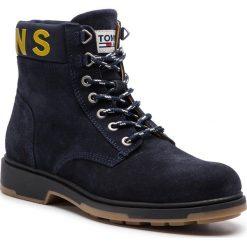 Kozaki TOMMY JEANS - Suede Boot EM0EM00235  Black Iris 431. Niebieskie kozaki męskie Tommy Jeans, z jeansu. Za 599.00 zł.