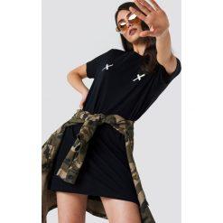 NA-KD Sukienka T-shirt Double X - Black. Czarne sukienki damskie NA-KD. Za 80.95 zł.