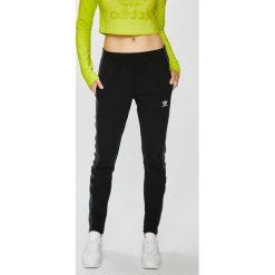 Adidas Originals - Spodnie. Szare spodnie materiałowe damskie adidas Originals, z bawełny. Za 249.90 zł.