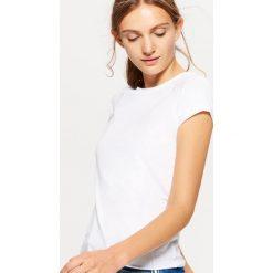 Gładka koszulka BASIC - Biały. Białe t-shirty damskie Cropp. Za 19.99 zł.