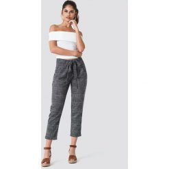 Trendyol Spodnie w kratkę z wiązaniem - Grey,Multicolor. Czarne spodnie materiałowe damskie Trendyol, w kratkę, z poliesteru. Za 121.95 zł.