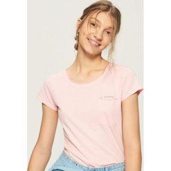 T-shirt z kieszenią - Różowy. Czerwone t-shirty damskie Sinsay. Za 14.99 zł.