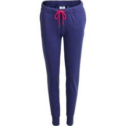 Spodnie dresowe damskie SPDD600 - granatowy - Outhorn. Niebieskie spodnie dresowe damskie Outhorn, na lato, z dresówki. W wyprzedaży za 39.99 zł.