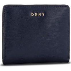 Mały Portfel Damski DKNY - Bryant Bifold Wallet R83Z3657 Navy NVY. Niebieskie portfele damskie DKNY, ze skóry. Za 289.00 zł.