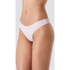 Kristin Sundberg for NA-KD Dół bikini stringi KS - Pink. Stringi damskie marki bonprix. W wyprzedaży za 21.89 zł.