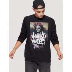 Bluza z motywem Mona Lisy - Czarny. Czarne bluzy męskie Cropp. Za 99.99 zł.