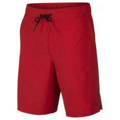 Oakley Icon Woven Short Red Line L. Czerwone krótkie spodenki sportowe męskie Oakley, z materiału. W wyprzedaży za 159.00 zł.
