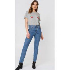 NA-KD T-shirt Cherry - Grey. Szare t-shirty damskie NA-KD, z nadrukiem, z dżerseju. W wyprzedaży za 51.07 zł.