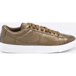 Nike Sportswear - Buty W BLAZER LOW LE. Szare obuwie sportowe damskie Nike Sportswear. W wyprzedaży za 219.90 zł.