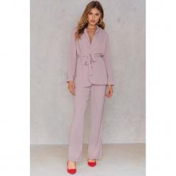 Hannalicious x NA-KD Spodnie garniturowe bootcut - Pink,Nude. Różowe spodnie materiałowe damskie Hannalicious x NA-KD, z poliesteru. W wyprzedaży za 60.89 zł.
