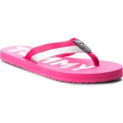 Japonki TOMMY HILFIGER - Glitter Strap Beach Sandal FW0FW02957 Bright Rosa 633. Czerwone klapki damskie Tommy Hilfiger, z materiału. Za 159.00 zł.