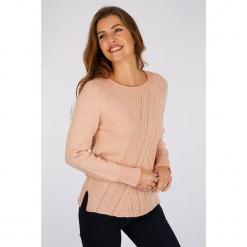 """Sweter """"Pompier"""" w kolorze jasnoróżowym. Czerwone swetry damskie Scottage, z wełny, z okrągłym kołnierzem. W wyprzedaży za 86.95 zł."""