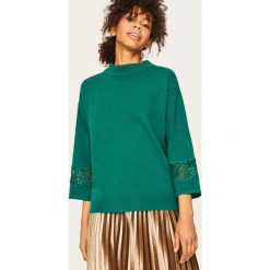 Sweter z koronkowymi panelami - Khaki. Brązowe swetry damskie Reserved, z koronki. Za 119.99 zł.