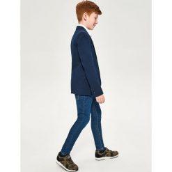 Spodnie jeansowe slim fit - Niebieski. Jeansy dla chłopców marki bonprix. Za 59.99 zł.