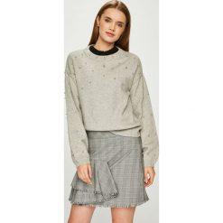 Vero Moda - Sweter. Szare swetry damskie Vero Moda, z dzianiny, z okrągłym kołnierzem. Za 189.90 zł.