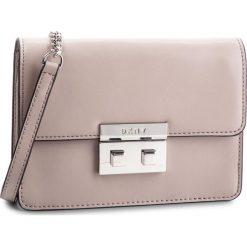 Torebka DKNY - Ann Sm Shoulder Fla R82EW474  Warm Grey WG5. Szare torebki do ręki damskie DKNY, ze skóry. Za 849.00 zł.