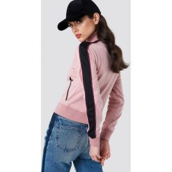 NA-KD Bluza sportowa z suwakiem - Pink. Różowe bluzy damskie NA-KD, w paski, z poliesteru. Za 202.95 zł.