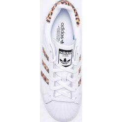 Adidas Originals - Buty Superstar. Szare obuwie sportowe damskie adidas Originals, z gumy. W wyprzedaży za 349.90 zł.